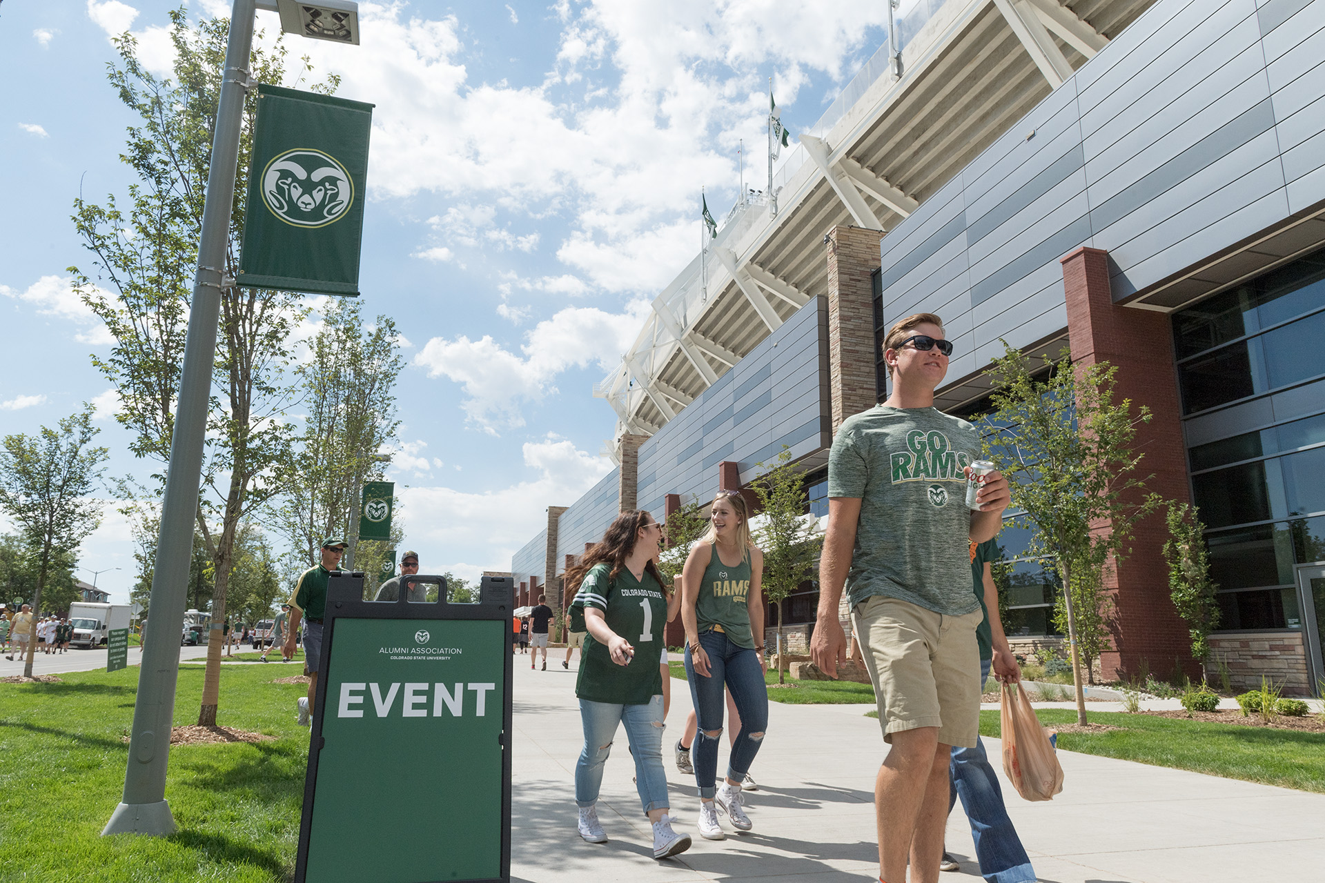 fans outside the csu stadium